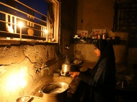 A Palestinian girl cleans the kitchen of her house during power cut in the southern Gaza Strip June 11, 2017.  REUTERS/Ibraheem Abu Mustafa