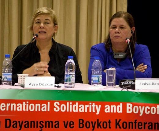 """Ayşe Düzkan, BDS Türkiye tarafından düzenlenen """"Filistinli Esirlerin Mücadelesi Uluslararası Dayanışma ve Boykot Konferansı""""nda konuşurken."""